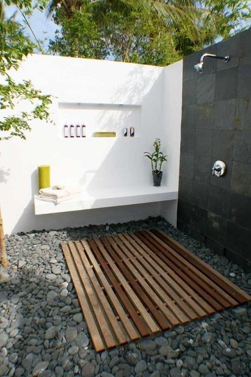 outdoor-bathroom-designs-15
