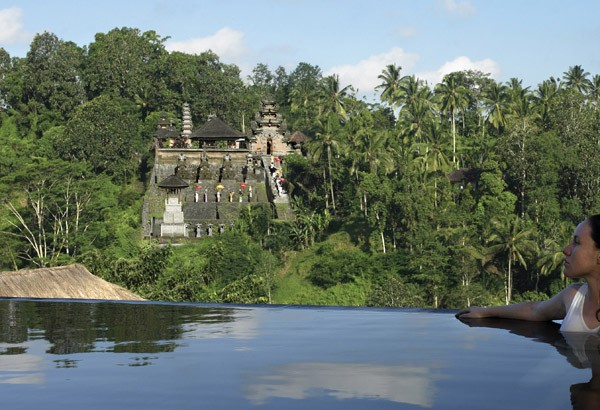 beautiful-hanging-garden-infinity-pool-with-ancient-pura-penataran-dalem-segara-temple-view-ideas